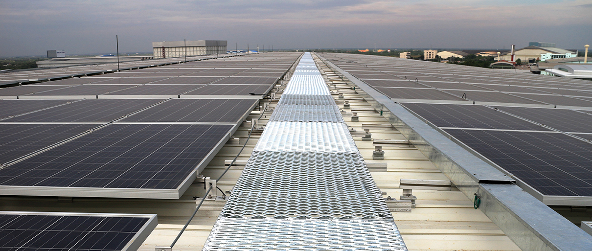 solar_panels_walkway_roof